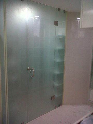 Closet de cristal templado aluminio roga for Modelos de comedores de vidrio