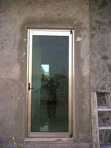 Puerta para oficinas aluminio roga for Puertas para oficinas exteriores