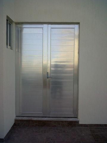 Puerta para bodegas aluminio roga - Bodegas en sotanos de casas ...