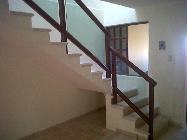 Barandal de escalera imitacion madera aluminio roga - Peldanos escalera imitacion madera ...