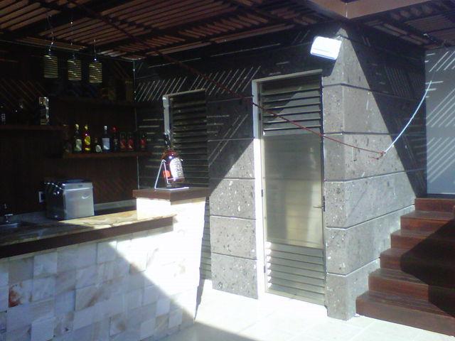 Puertas decorativas con ventilacion para ba os y bodegas aluminio roga - Ventilacion para banos ...