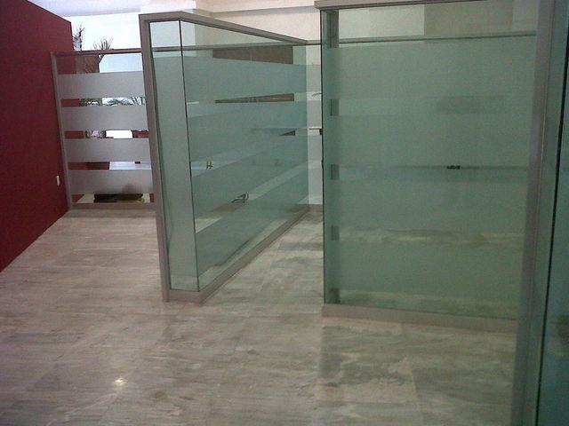 Mamparas divicionales para oficinas aluminio roga for Mamparas de vidrio para oficinas