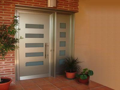 Puerta para fachada aluminio roga for Puertas para fachadas