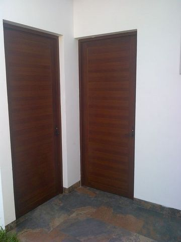 Puertas de tambor en aluminio imitacion madera aluminio roga for Puertas imitacion madera exterior